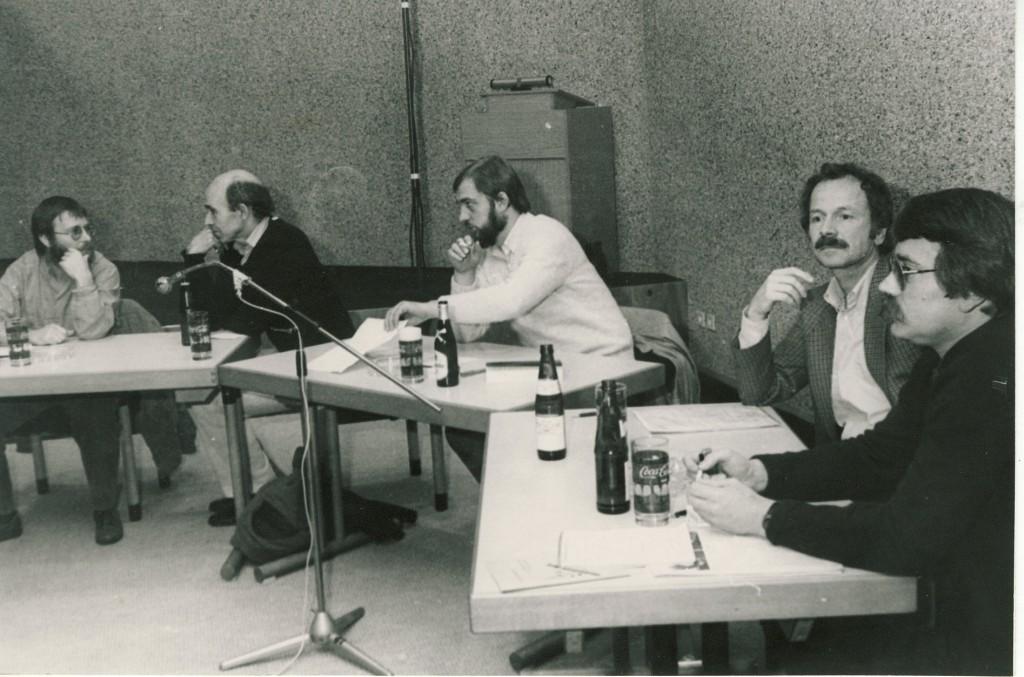 Podiumsdiskussion zur Kunst in Dorsten 1983; von links: Dr. Rühl (Kunstmuseum Marl), ........... , Gerd Schute (Journalist, Moderation), Peter Broich (Architekt) und Wolf Stegemann (Journalist)
