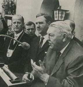 BM Hans Lampen (li.) mit Ludwig Erhardt 1962