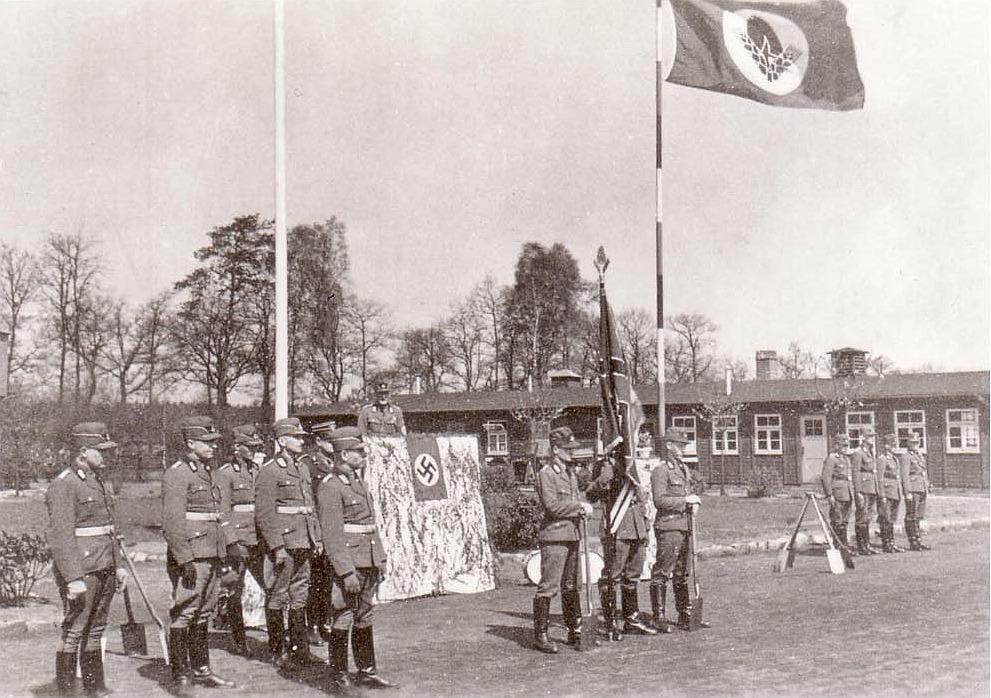 Fahnenappell im Ludwig-Knickmann-Lager Deuten