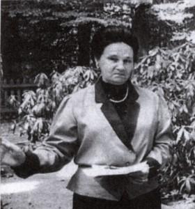 Maria Lunina 1999 auf dem Russenfriedhof in Holsterhausen