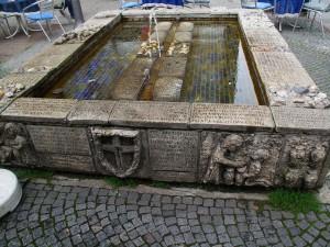 Stadtgeschichte auf dem Sr. Paula-Brunnen dargestellt