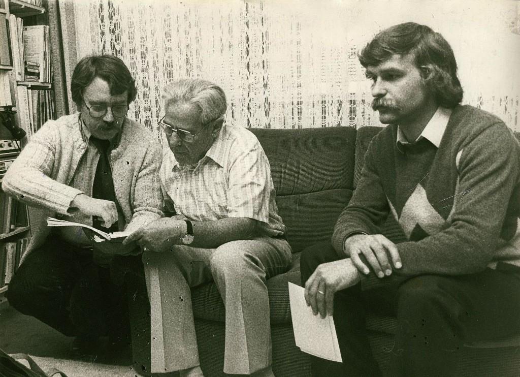 Ernst Metzger (Mitte) zu Besuch bei Wolf Stegemann (l.), daneben Dirk Hartwich 1983