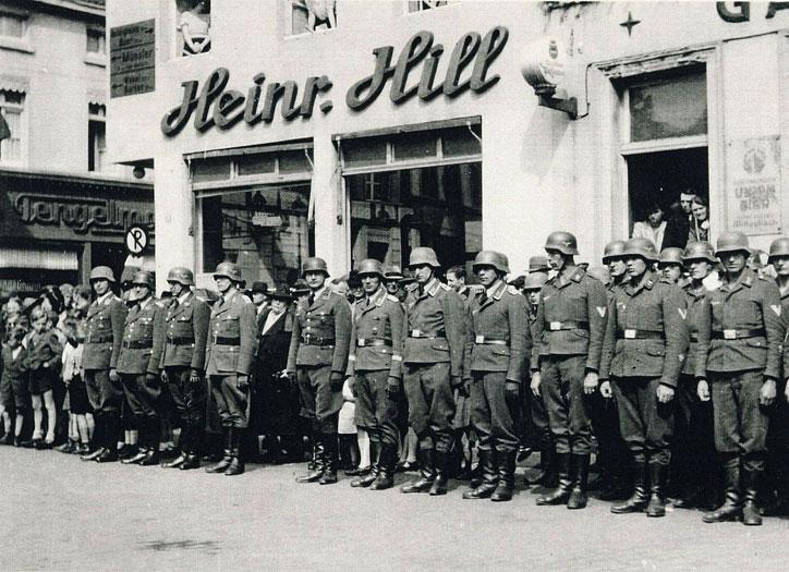 Dorsten wurde Standort; Wehrmacht auf dem Dorstener Marktplatz 1939