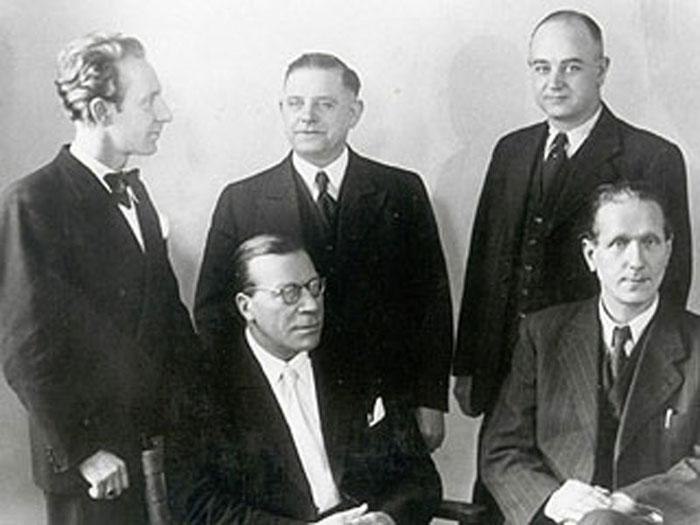 Karl Müller nach 1945 (rechts unten) zusammen mit den Düsseldorfer Widerstandskämpfern Aloys Odenthal, Ernst Klein, Josef Lauxermann und Karl August Wiedenhofen; Foto: Stadtarchiv Düsseldorf