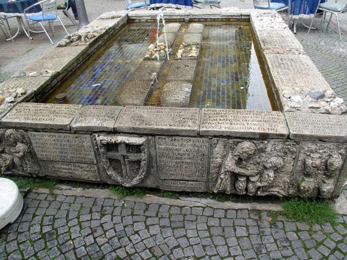 Sr. Paula-Brunnen (Tisa von der Schulenburg); Foto: Wolf Stegemann