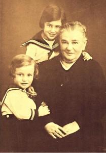 Amalie Perlstein mit Ursel und Liesel