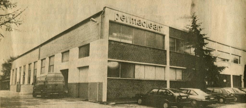 Alte permaclean-Gebäude an der B 225 (Zeitungsbild)