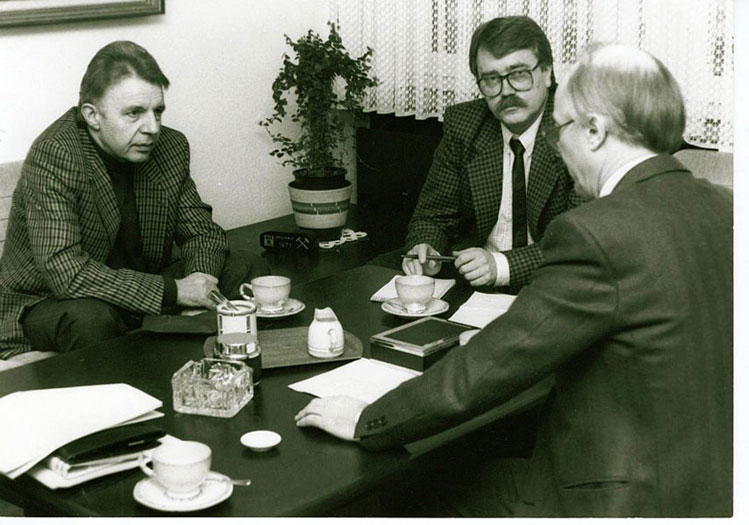 Rudolf Plümpe (l.), Wolf Stegemann, Stadtdirektor Dr. Zahn (v. l.) 1985