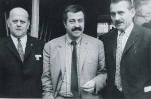 Günter Grass (M) mit den Politikern Orzelski und Eckerland