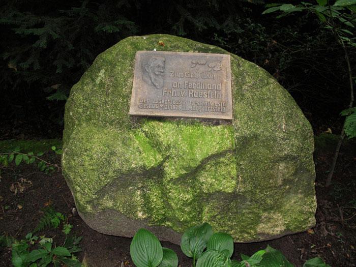 Gedenkstein im Barloer Busch; Foto: Wolf Stegemann