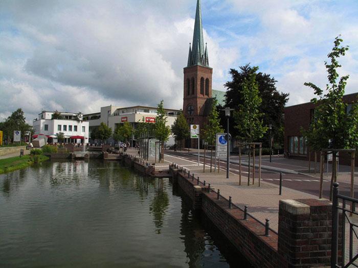 Recklinghäuser Tor mit der evang. KIrche und dem toom-Supermarkt; Foto: Wolf Stegemann