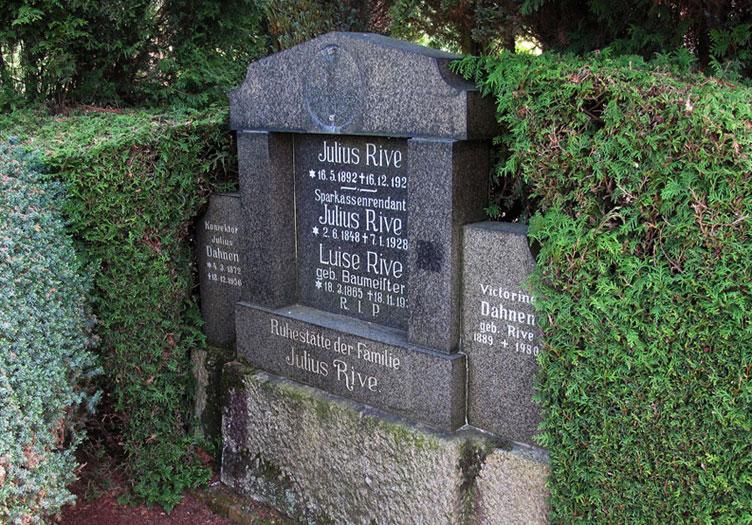 Grabstätte auf den St. Agatha-Friedhof; Foto: Wolf Stegemann
