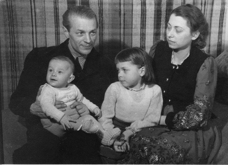 Ingo Werner Schmidt mit seiner Familie