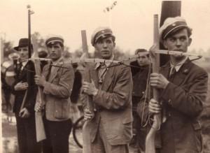 Holsterhausener Schützen mit Armbrust; in der Nachkriegszeit waren Gewehre noch verboten