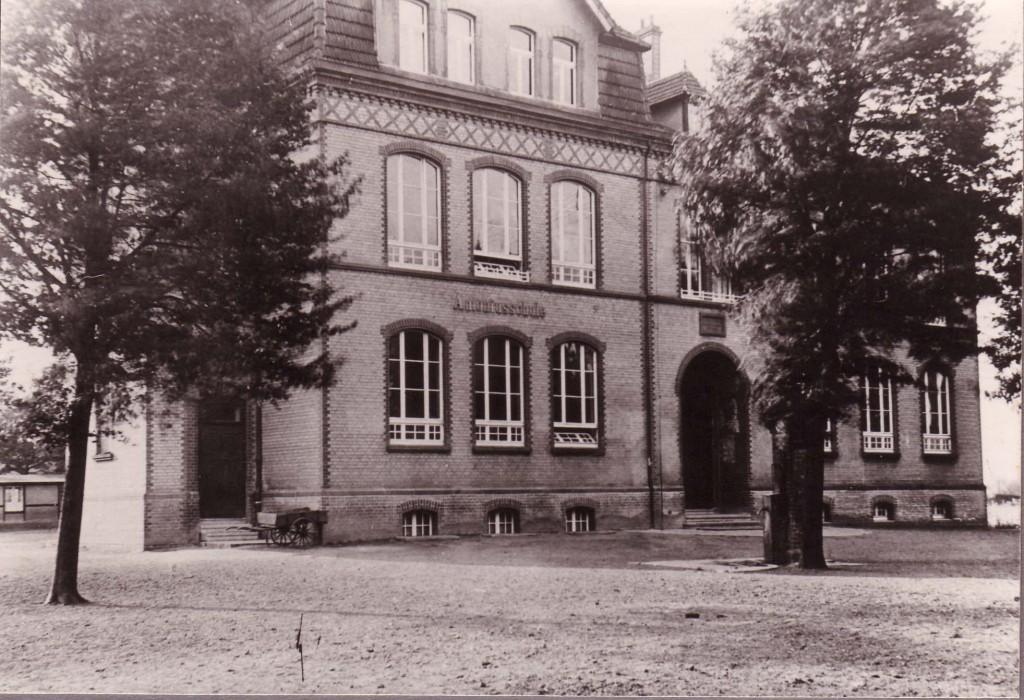 Antoniusschule in Holsterhausen um 1925