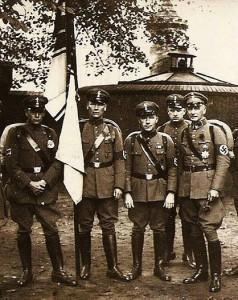 Stahlhelm-Mitglieder 1934 in bereits angepasster SA-Uniform
