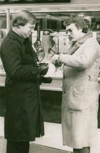 Ulrich Steger (l.) mit der Spendendose 1984