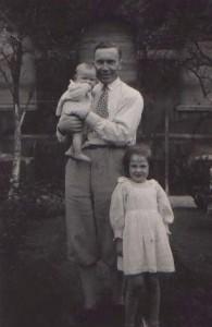 Carl Tillessen mit Kindern in Dorsten