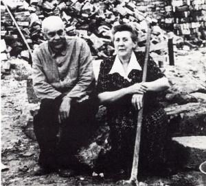 Dorstener Trümmerfrau für das Foto fein gemacht