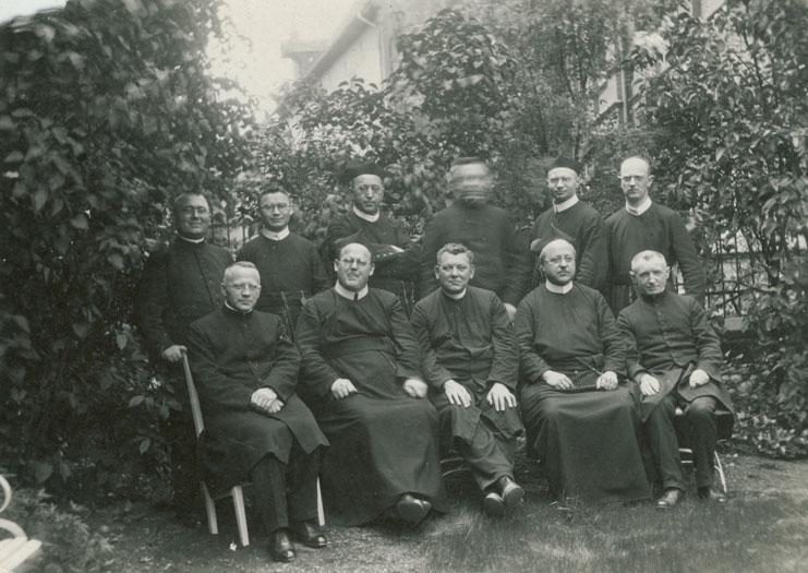 Kaplan Veltrup (links sitzend)