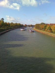 Schifffahrt auf dem Kanal