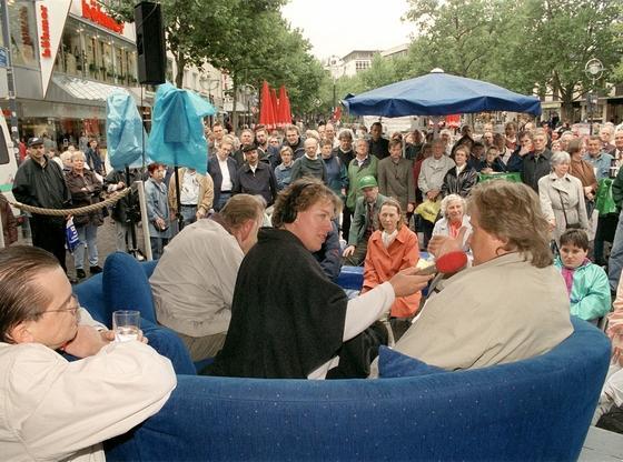 WDR-Ü-wagen live zum Thema Hartz IV; Foto: dpa