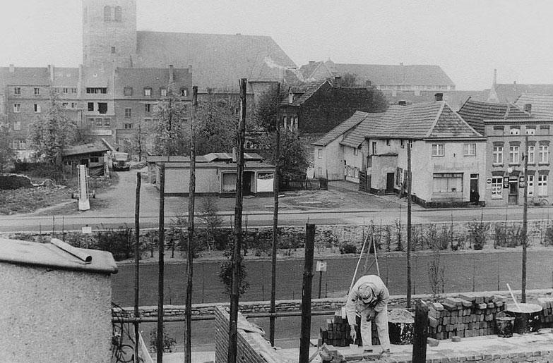 Bau der Volksbank am Südwall mit Blick zur Agathakirche