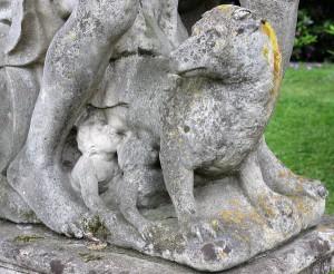 Skulptur im Schlosspark Lembeck: Wölfin mit Romulus und Remus