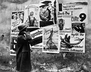 Geklebte Wahlplakate 1932