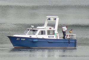 Polizeiboot auf dem Kanal