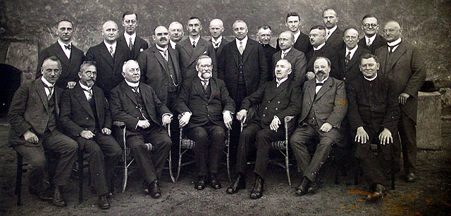 Kollegium mit Josef Wiedenhöfer (sitzend 3. v. r.)