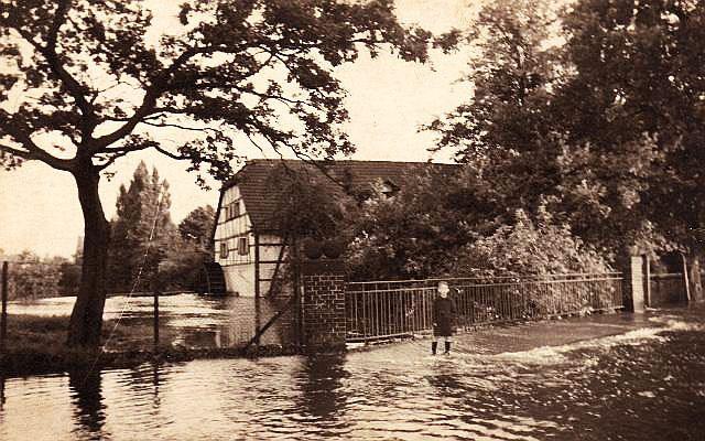 Wincks Mühle bei Hochwasser