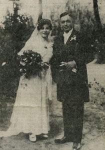 Ehepaar Kleinespel bei der Hochzeit 1933 (Zeitungsbild)