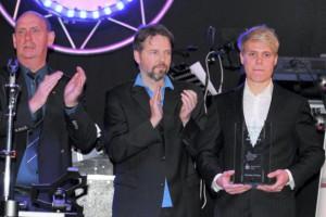 Jason Osborn (r.), Sportler des Jahres; mit SSV-Chef Winkler und DZ-Sportredakteur Andres Leistner (M.); Fotzo: Lücke